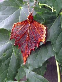 http://www.tweedvixen.co.uk/iridescent-birch-leaf-pendant-and-chain-210-p.asp