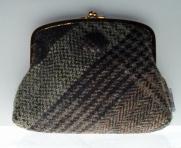 http://www.tweedvixen.co.uk/purses-62-c.asp