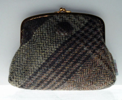 http://www.tweedvixen.co.uk/purses-62-c.asp