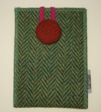 http://www.tweedvixen.co.uk/harris-tweed-phone-pouches---aye-phonesporran-technology-59-c.asp